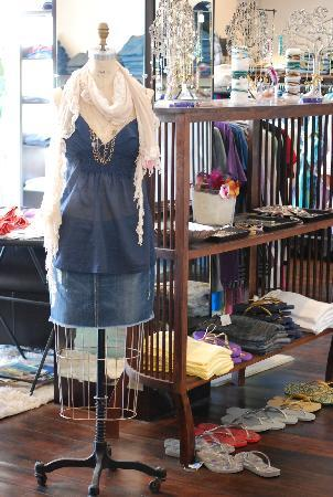 Manhattan clothes store. Cheap online clothing stores