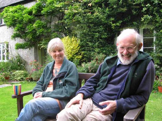 Easdon Cottage: Our hosts taking a break from the gardening