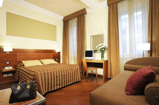 Hotel Madrid: Triple Room with wi-fi and lcd tv