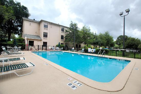 Holiday Inn Express - Ocala Midtown Medical - US 441: Outside Swimming Pool