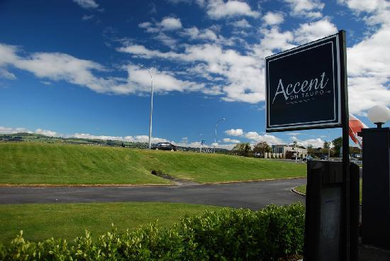 Accent on Taupo Motor Lodge: Accent on Taupo Sign