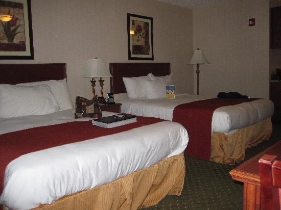 BEST WESTERN PLUS Providence-Seekonk Inn: Comfy beds