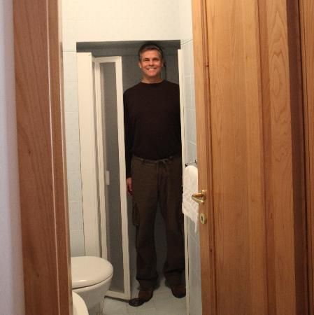 Siena B&B Hospitality: barely fitting in the shower
