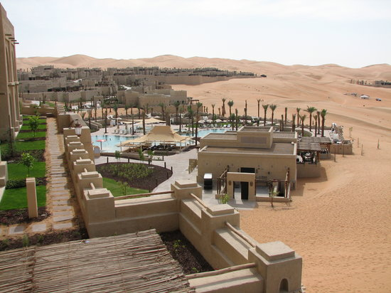 Qasr Al Sarab Desert Resort by Anantara: Hotel setting
