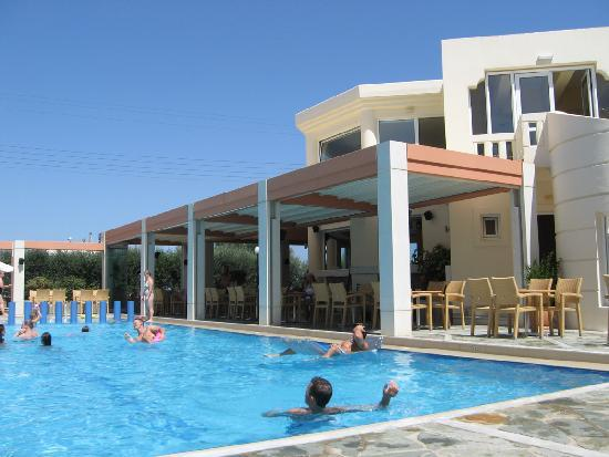 Hotel Kedrissos: The pool