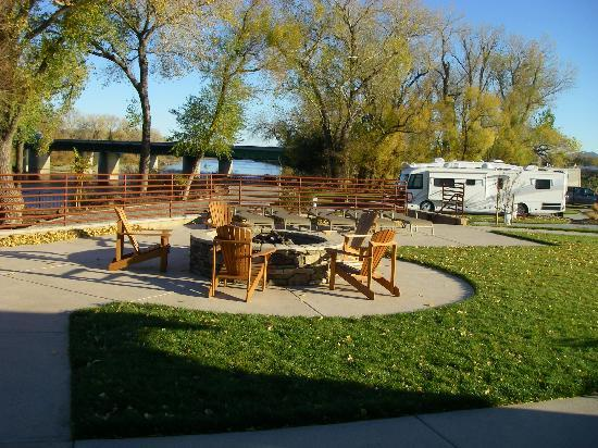 Durango RV Resort: Patio areas with fire pits