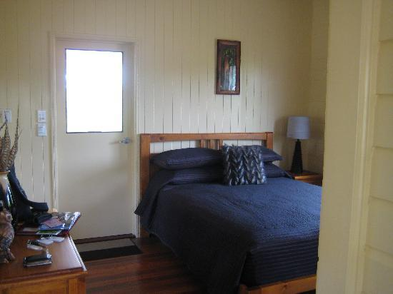 Barking Owl Retreat: Bedroom and Great room