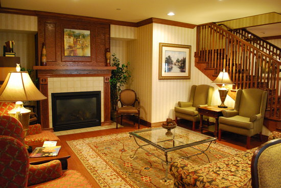 Country Inn &amp; Suites-Bentonville South: Cozy Lobby