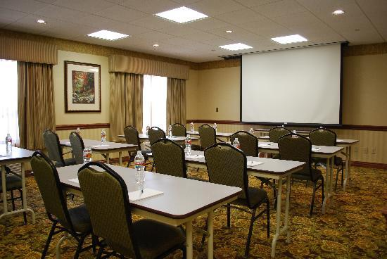 Country Inn &amp; Suites-Bentonville South: 600 sq/ft of Meeting Space that can accommodate up to 30 people