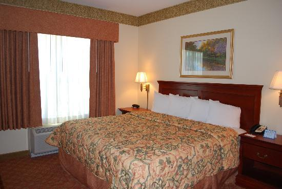 Country Inn &amp; Suites-Bentonville South: Spacious King Standards or Suites available