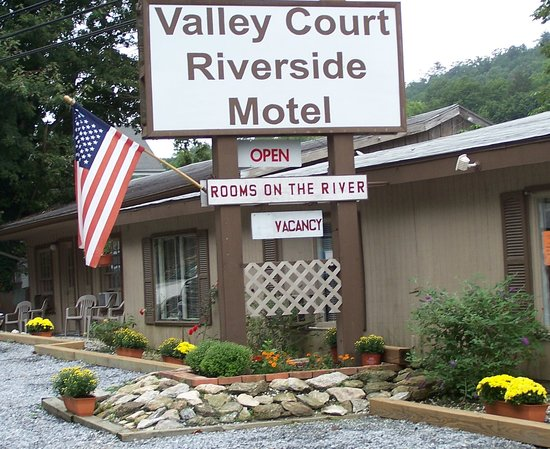 Chimney Rock, NC: valley court riverside motel