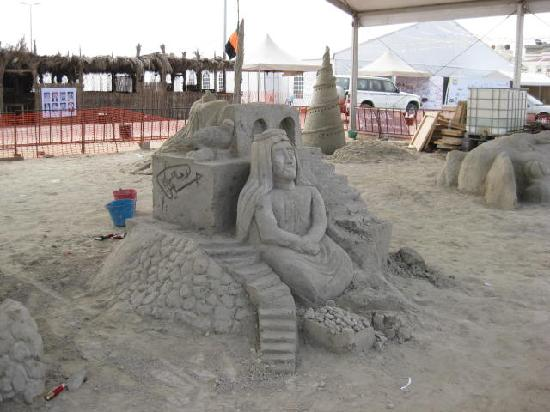 Saudi Arabia: art on sand