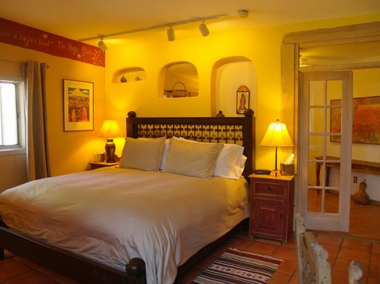 Casa Cuma Bed & Breakfast: Santa Fe Suite - room to relax