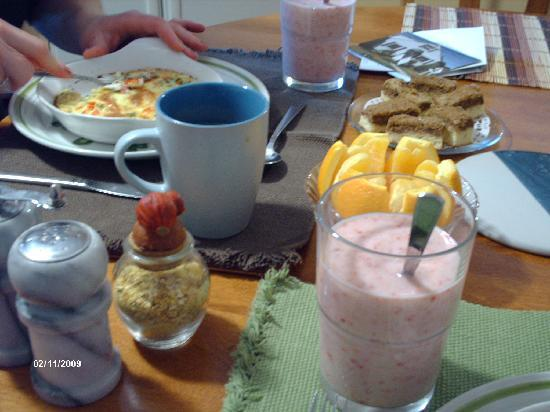 Williams Gate Bed and Breakfast Private Suites: Another breakfast, including a wonderful smoothie