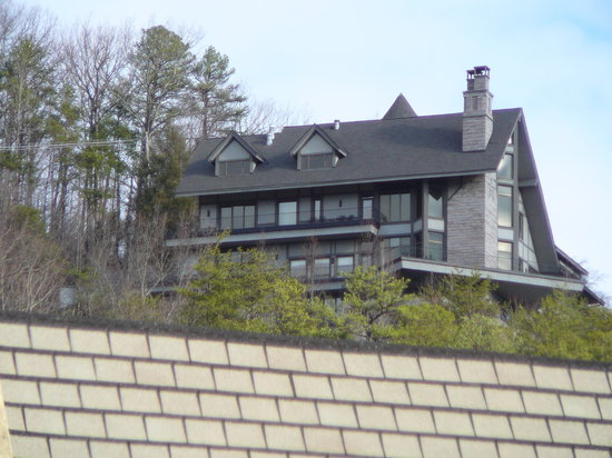 LeConte View Motor Lodge: The famous mansion hovering over Gatlinburg