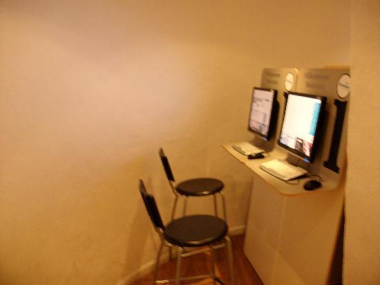 City Hostel: les 4 postes internet