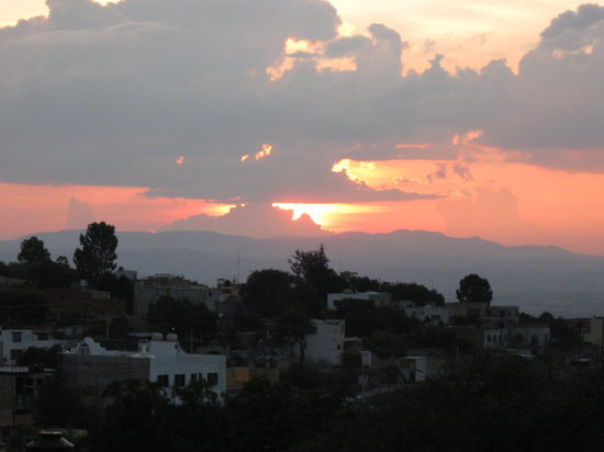 Casapapaya B&amp;B: Sunset from the roof