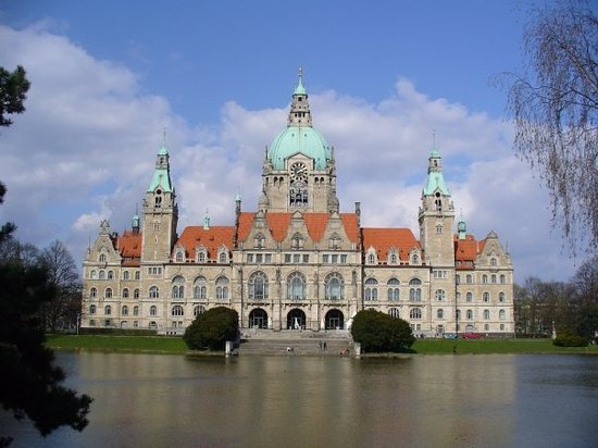 Hannover, Duitsland: A beautiful building on a beautiful day!