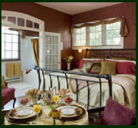 King's Cottage Bed & Breakfast: Our Carriage House is your private oasis.