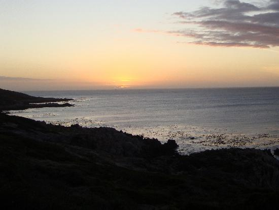 Kleinzee Oceanfront Guesthouse: Sunset over Walker Bay