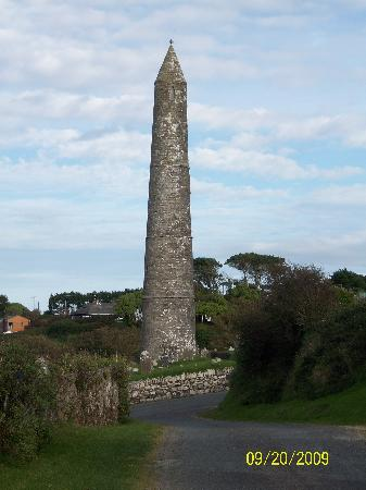 Duncrone B&B: Armore Round Tower