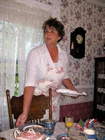 The Garden Cottage Bed and Breakfast: Diana setting up for a delicious breakfast