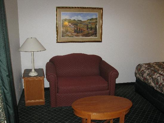 La Quinta Inn & Suites Houston Galleria Area: Seating area (Room 521)