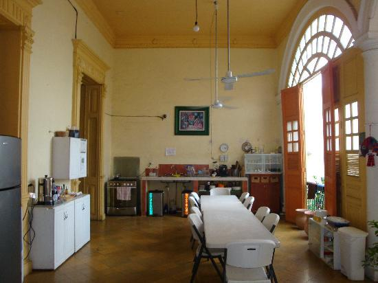 Hostal Zocalo: fully equipped self catering kitchen