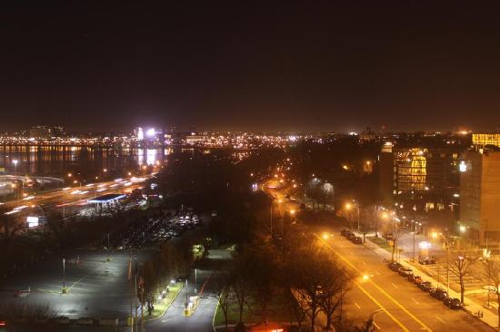 Courtyard by Marriott LaGuardia: My view from the 9th floor