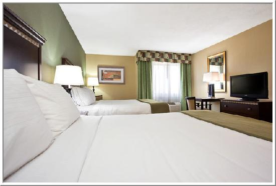 Holiday Inn Express Cincinnati West: Room with two Beds