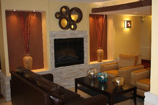 Comfort Inn & Suites East Hartford: Lobby