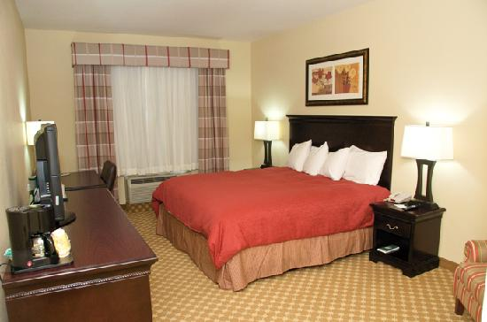 Country Inn & Suites Carlisle King Guest Room