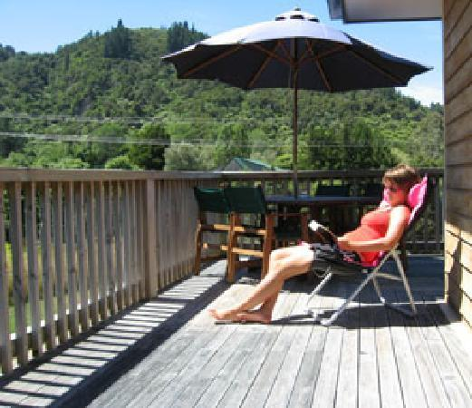 Anakiwa Lodge: Relaxing on the deck