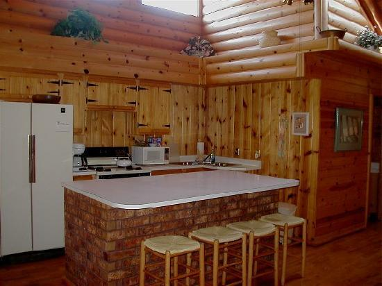 J Bar T Ranch Bed and Breakfast: Roomy kitchen for a cozy cabin