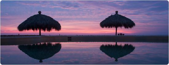 Playa Viva: sunset reflection on pool