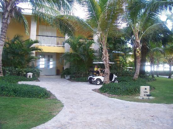 Tortuga Bay Hotel Puntacana Resort & Club: Our Golf Cart In Front of the Villa