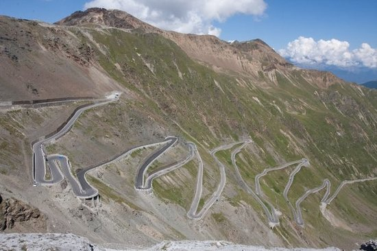 Bormio, Italien: The drive of the holiday. 48 hairpin turns!!
