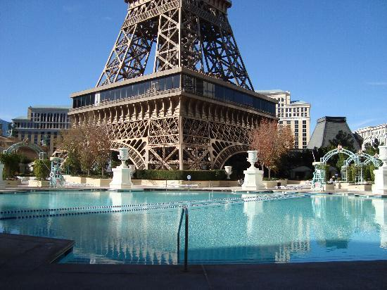 Paris hotel vegas pool for Paris hotel pool