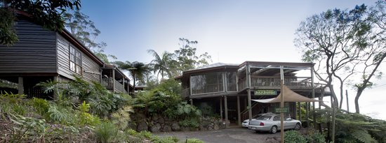 Tamborine Mountain Bed & Breakfast: Main Building perched up high