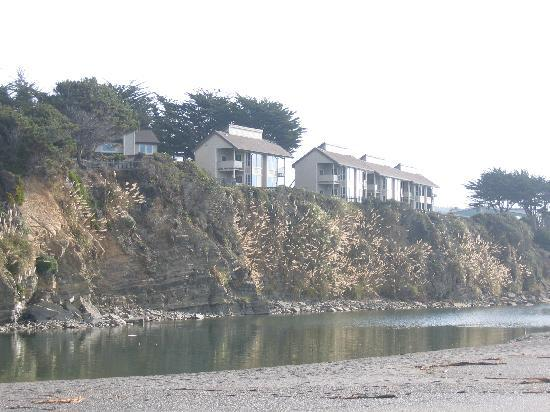 Gualala, Californi: Looking at Seacliff from the beach