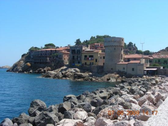 Talamone, : giglio molo