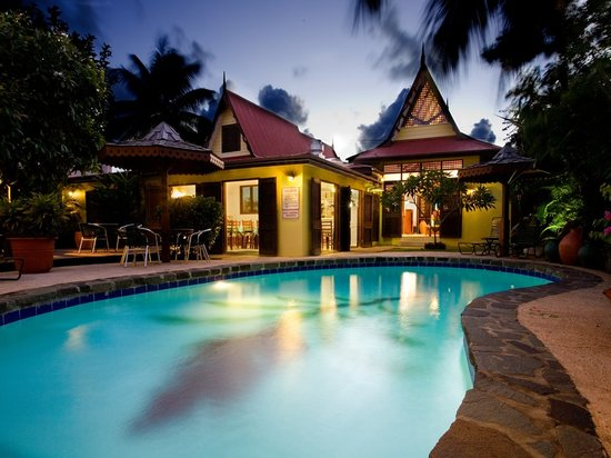 The Ginger Lily Hotel: Pool at night