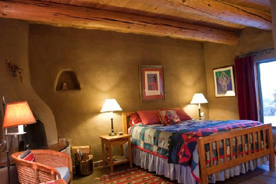 Arroyo Hondo, NM: Pinon Room - Fireplace & Romance