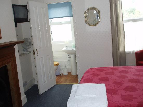 The Chelsea B&B: room with double bed