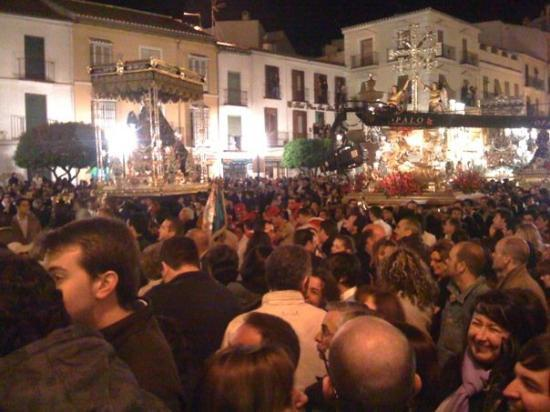 The crowd at about 1.30 am in the main square in Antequera. All the floats are waiting for their