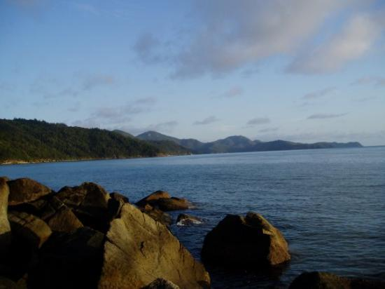 how to get to hook island from airlie beach