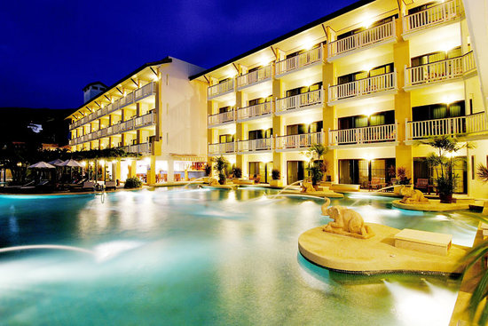 Thara Patong Beach Resort & Spa: Tamarind Wing Night Shot