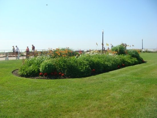 Ocean Grove, -: Bradley Beach gardens along boardwalk