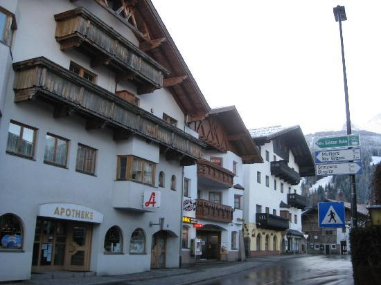 Gotzens Austria  city photo : Gotzens, Austria: Gotzen town center bus stop