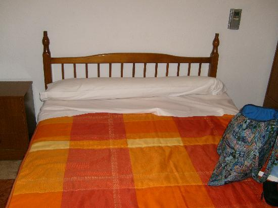 Hostal Arroyo : Double bed